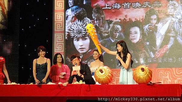 2011 1102楊門女將上海首映會 (14).JPG