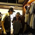 SMG台北店11/11~要正式開幕囉~前晚在店裡與林俊杰 ~衣褲都很讚!新加坡~上海~跆北~大家多支持唷!