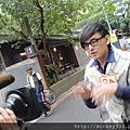 2011 1115佼個朋友吧~九點東風台~大城小巷~全新登場!豆花妹生日快樂 (1).JPG