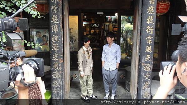 2011 1117pm9佼個朋友吧~大城小巷張棟樑陪我一起逛 (1).JPG