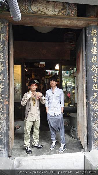 2011 1117pm9佼個朋友吧~大城小巷張棟樑陪我一起逛 (2).JPG