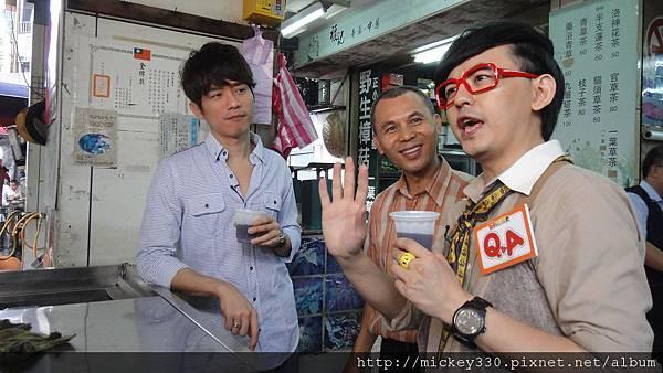 2011 1117pm9佼個朋友吧~大城小巷張棟樑陪我一起逛 (34).JPG