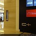 2011 PHOTO TAIPEI名人公益攝影展在市府轉運站預展輪播中 (2).JPG