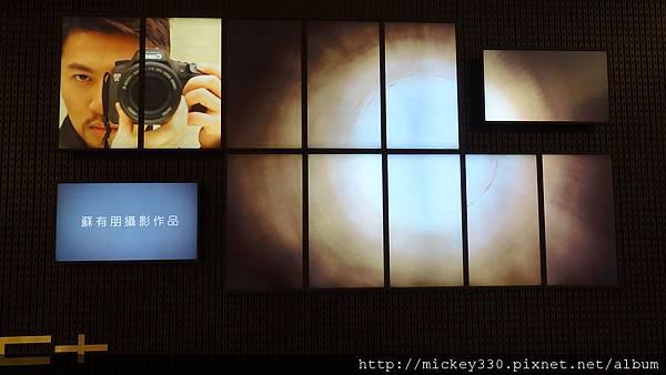 2011 PHOTO TAIPEI名人公益攝影展在市府轉運站預展輪播中 (8).JPG