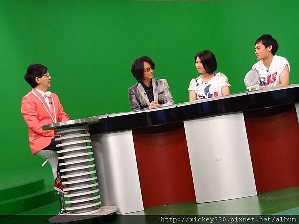 建寧老師與ONE BAND來強力佼唷2011 11 (1).JPG