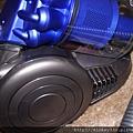 2011 會讓工業設計與戀物癖崩潰吸睛的DYSON吸塵器 (8).JPG