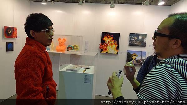 2011 1203在華山簽新書與佈展與看藝術家 (11).JPG