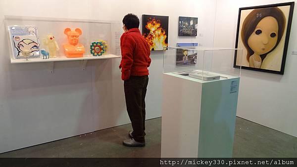 2011 1203在華山簽新書與佈展與看藝術家 (13).JPG