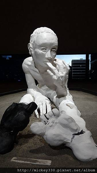 2011 1203moca末未聯展開目與陳順築展 (29).JPG