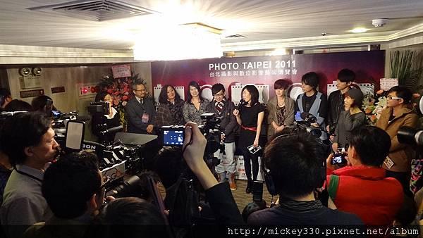 2011 1215 PHOTO TAIPEI名人公益攝影展開幕記者會 (4).JPG