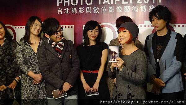 2011 1215 PHOTO TAIPEI名人公益攝影展開幕記者會 (7).JPG