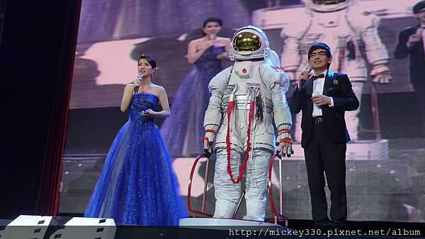 2011 1217CCTV6首映~跨年相信愛慈善晚會 (30).JPG