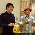 2011 1218硬幫幫耶誕趴之看了照片我還在笑~花哈哈哈 (12).JPG