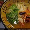 2012無錫機場的細麵配排骨讚耶~難得的機場好料理!可惜我沒買調理包.JPG