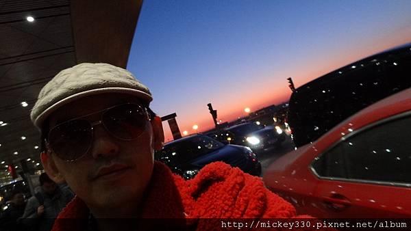 2012 115am北京機場晨曦 (2).JPG