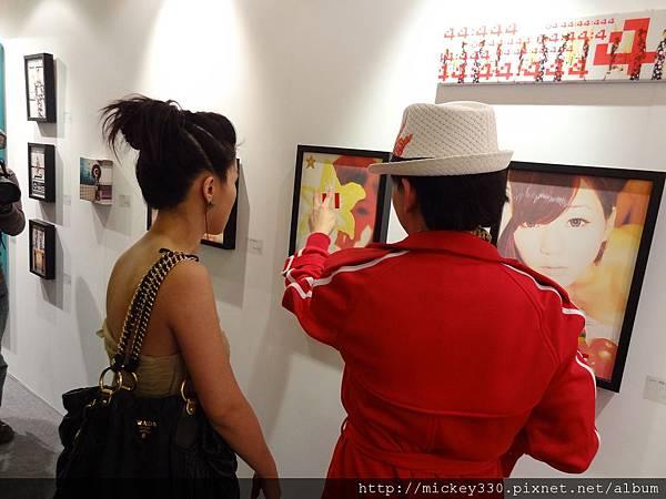 2012 3 21 art revolution人潮洶湧的VIP之夜 (15)