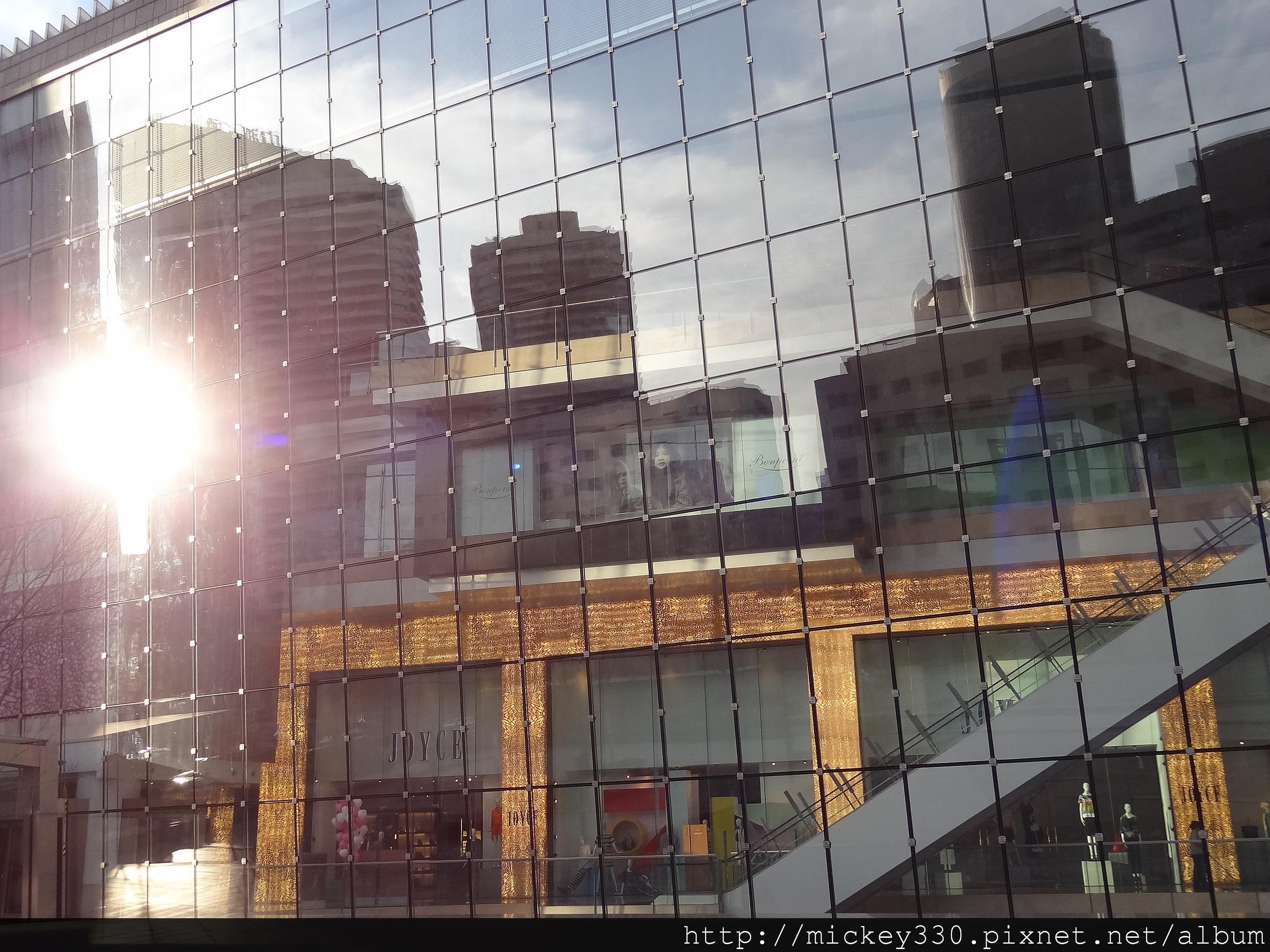 北京國貿兩層樓數百坪的JOYCE外觀