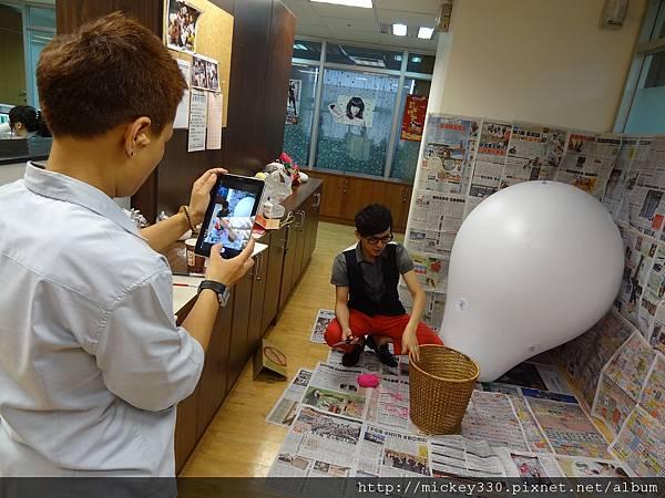 2012 5 為尊彩藝術中心二十年開展創作熱汽球:壽桃 (4)