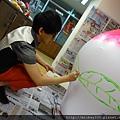 2012 5 為尊彩藝術中心二十年開展創作熱汽球:壽桃 (13)