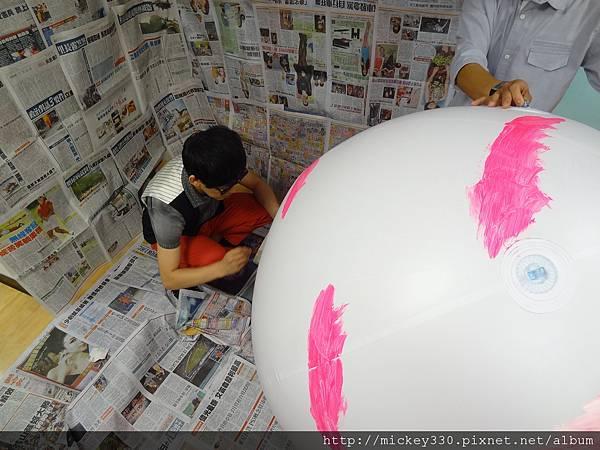 2012 5 為尊彩藝術中心二十年開展創作熱汽球:壽桃 (16)