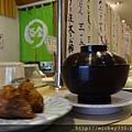 迴轉壽司是趕路旅人隨時可吃的最便利的好友