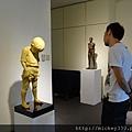 2012 8 4王志文林冠吟雕塑展~ 831@青雲畫廊明水路~出門後臉書收到邀請臨時趕去的呢看我朋友tim哥多認真陪我看藝術品 (6)