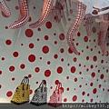 2012 725東京第一天~下午兩點從飯店出來到新宿開逛開吃~伊勢丹裡外都是草間彌生與LV (5)