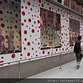 2012 725東京第一天~下午兩點從飯店出來到新宿開逛開吃~伊勢丹裡外都是草間彌生與LV (19)