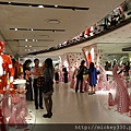 2012 725東京第一天~下午兩點從飯店出來到新宿開逛開吃~伊勢丹裡外都是草間彌生與LV (22)