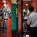 2012 725東京第一天~下午兩點從飯店出來到新宿開逛開吃 ~伊勢丹一樓UC與MMJ等品牌男子浴衣商品展售 (4)