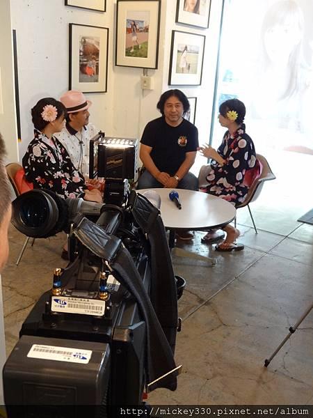 2012 7 31在人像專科攝影展會場對談與採訪與參觀 (8)
