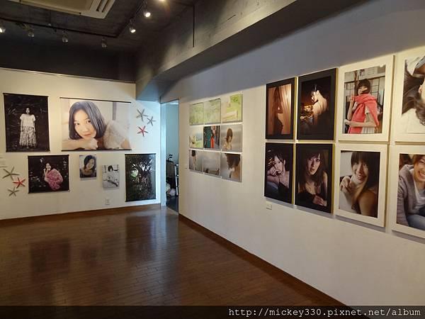 2012 7 31在人像專科攝影展會場對談與採訪與參觀 (23)