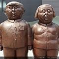 2012 7 1我在北京三里屯~有很多藝術品與新店與人群 (7)