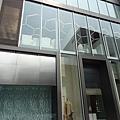 2012 7 1我在北京三里屯~有很多藝術品與新店與人群 (8)