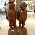 2012 7 1我在北京三里屯~有很多藝術品與新店與人群 (12)