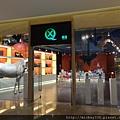 2012 7 1我在北京三里屯~有很多藝術品與新店與人群 (13)