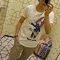 2012 7 1我在北京三里屯~有很多藝術品與新店與人群 (15)