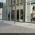 2012 7 1我在北京三里屯~有很多藝術品與新店與人群 (16)