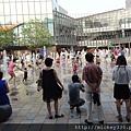 2012 7 1我在北京三里屯~有很多藝術品與新店與人群 (18)