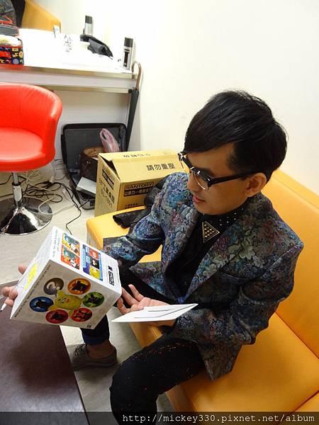 2012 12公益活動裝點菲比義賣展覽開始囉 (1)