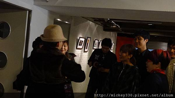 2013 1 12以愛之名聯展開幕  (2)