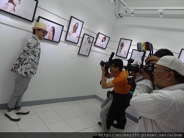 2013 5 19微色客思聯展開幕記者會 (27)