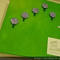 2013 7 26勤美綠圈圈夏日藝術祭室內賣店!從五百到幾萬~很棒的新銳作品!! (15).JPG