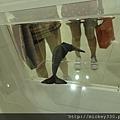 2013 7 26勤美綠圈圈夏日藝術祭室內賣店!從五百到幾萬~很棒的新銳作品!! (25).JPG