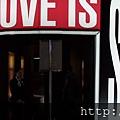 2013 7 31 森美術館love聯展~只有部份展品可拍~與樓下販店旁新銳藝術家小聯展 (2).JPG