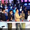 2013 1214深圳衛視男左女右 (3)