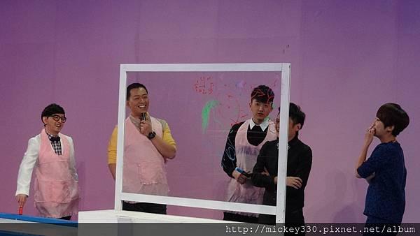 2013 1214深圳衛視男左女右 (9)