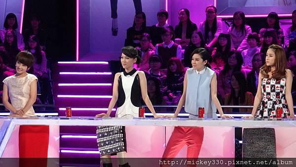 2013 1228播出深圳衛視男左女右 (2)