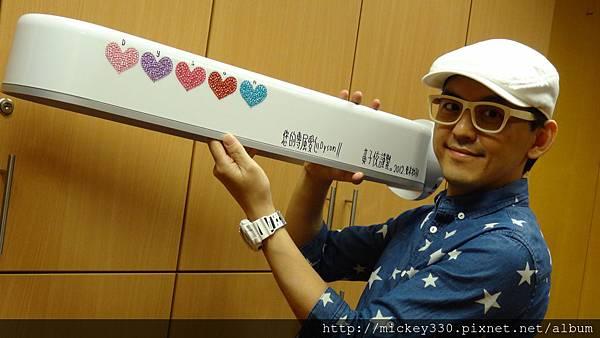 2012 8為義賣製作獨一無二的愛心閃亮DYSON!! (10)