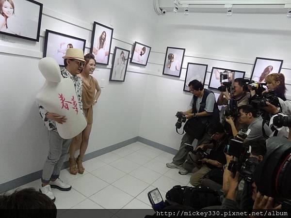 2013 5 19微色客思聯展開幕記者會 (24)